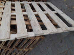 wall wooden pallets-0555450341